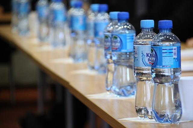 voda v láhvi