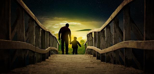 otec a syn na mostě
