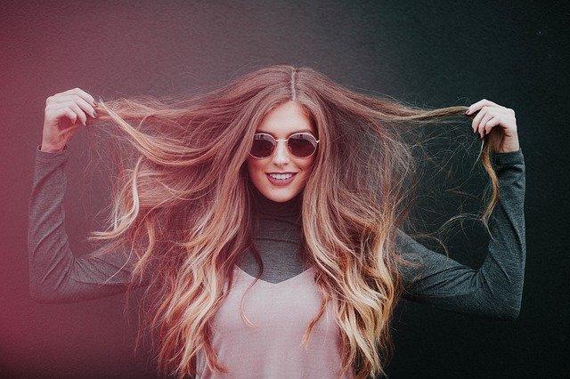 dlouhé vlasy ženy